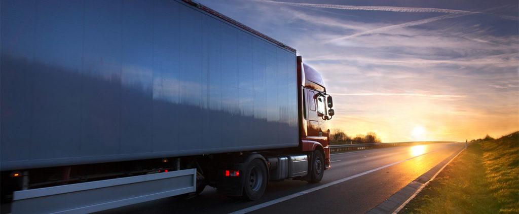 Vrachtwagen Over Impaqed